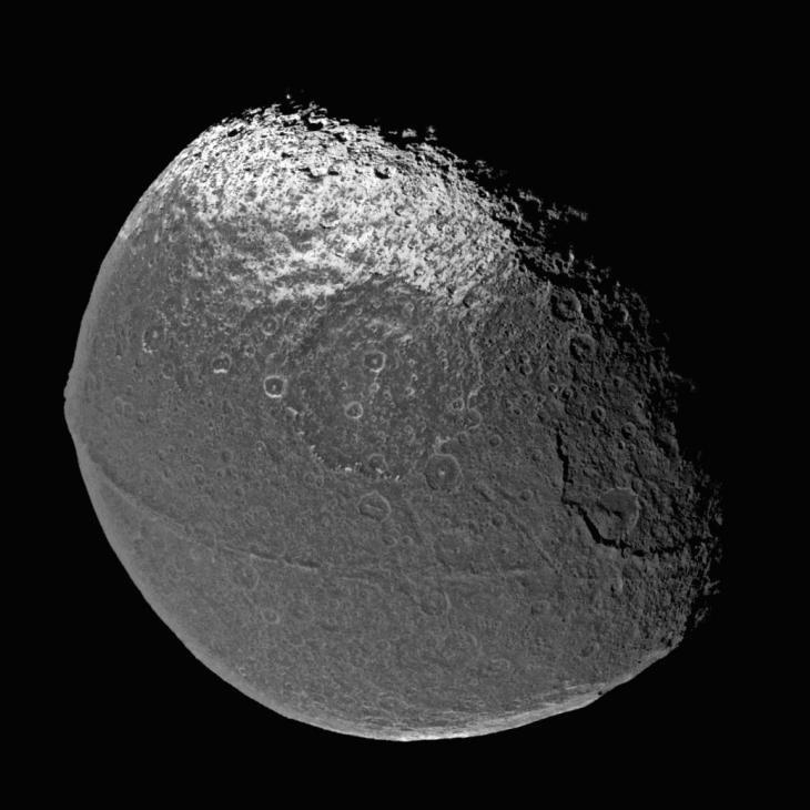 32 Загадочный спутник Сатурна - Япет