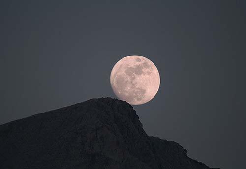 13 Ученые ищут следы планеты, образовавшей Луну