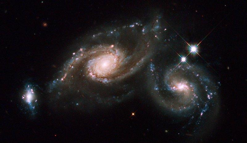 apr «Хаббл» сфотографировал сливающиеся галактики