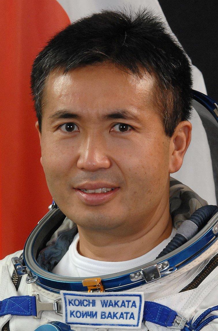 19 Японский астронавт провел в космосе испытания ковра-самолета