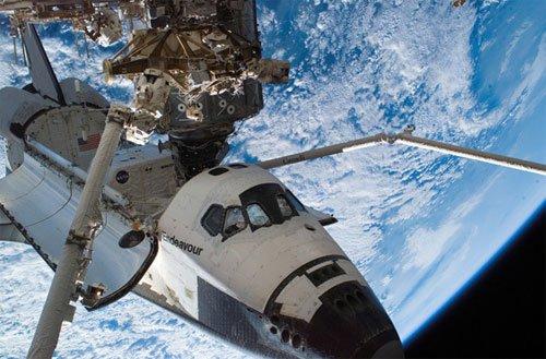 63 Endeavour застрял в космосе из-за мусора