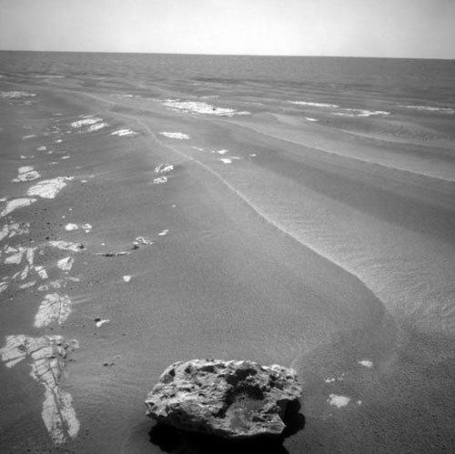 8 Opportunity нашел на Марсе метеорит