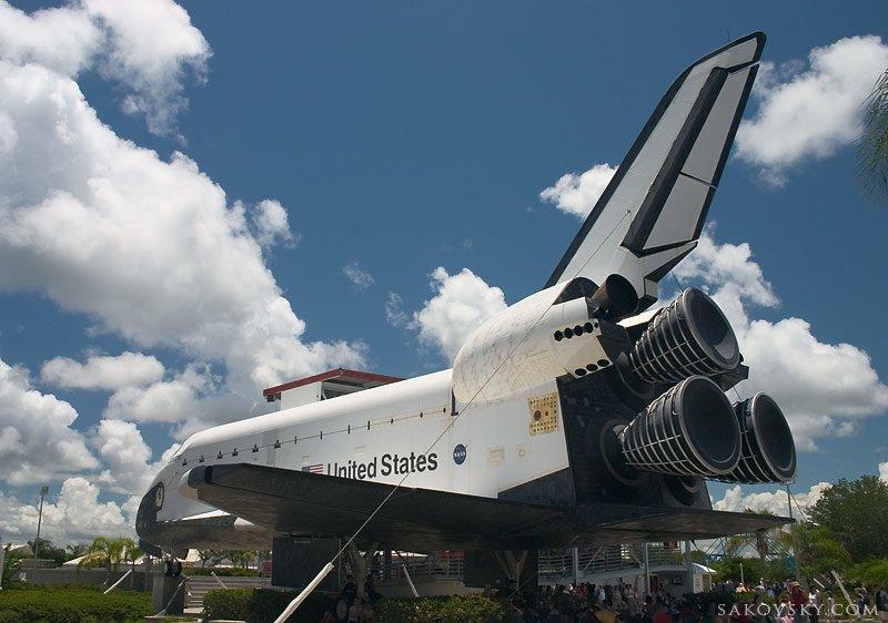 1 Астронавты новой экспедиции шаттла «Дискавери» первый раз вышли в открытый космос