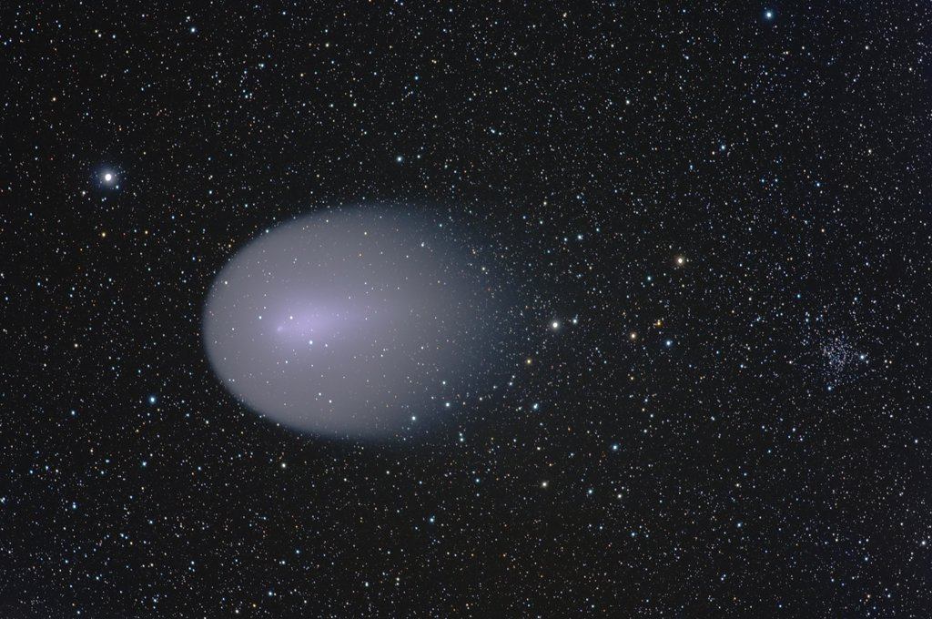 13 После взрыва на комете Холмса зародилось множество мини-комет