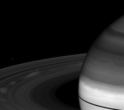 14 Ученые засняли северное сияние на Сатурне
