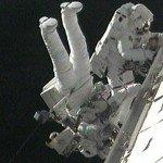 Астронавты в космосе (фото NASA TV)