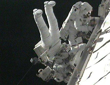 """63 Миссия """"Атлантиса"""": последний выход в космос завершен"""