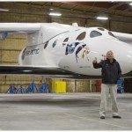 Р. Бренсон на фоне ракетоплана (фото с сайта компании)