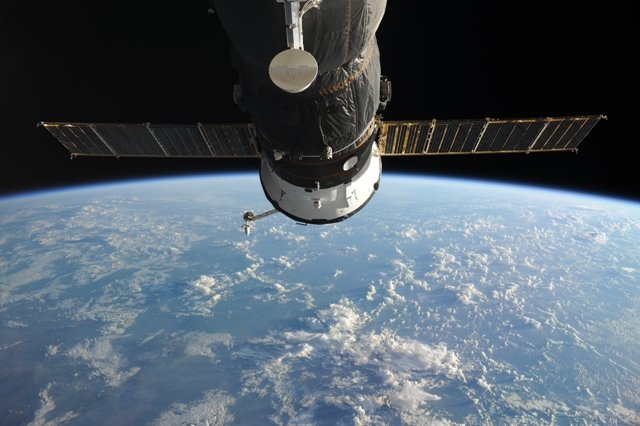 ostrie_mira Экипаж Союза подготовил МКС к Новому Году