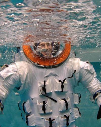 spacesuit Скафандры будут подстраиваться под космонавтов