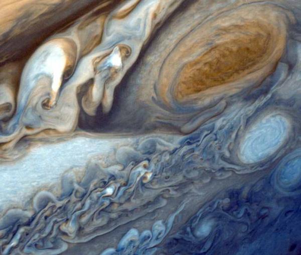 Большое-красное-пятно-Юпитера Астрономы не спускают глаз с пятна на Юпитере
