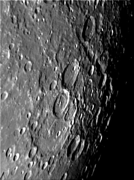 поверхность-Луны «Аполлоны» привезли с Луны образцы породы, содержащие частицы воды
