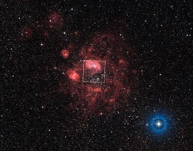 heic1011b Сфотографирована туманность, в которой находится скопление молодых звёзд
