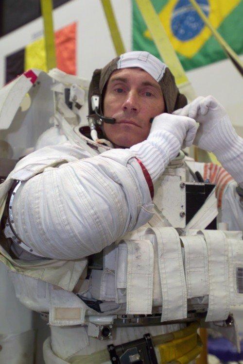 Sergei_Krikalev_dons_a_training_space_suit-500x750 Приём кандидатов в космонавты будет проходить до августа