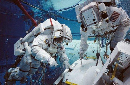 z_48_wiss_astronauten_05_1-500x329 В NASA собираются послать космонавтов на астероиды и на Марс