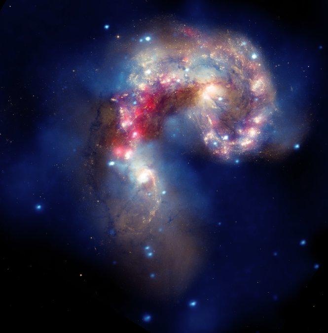 473498main_antennae_072710_665 Получены новые изображения галактики антенн