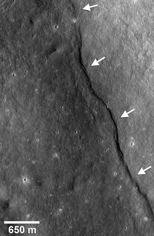 475267main_gregory_scarp_300-500x764 Луна продолжает сжиматься?