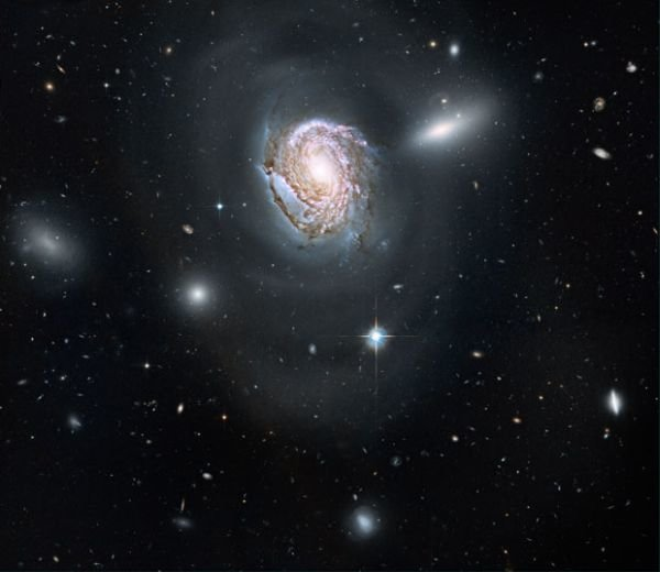 e0c6416e4bff Получены изображения одной из галактик, расположенных в скоплении Волос Вероники
