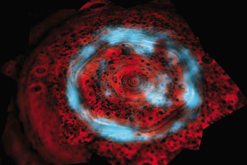 saturnhexaurora_cassini Полярное сияние на Сатурне связано с радиоизлучением планеты