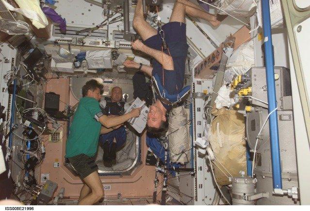 Foale_ZeroG Интернет появится у космонавтов не ранее 2011 года