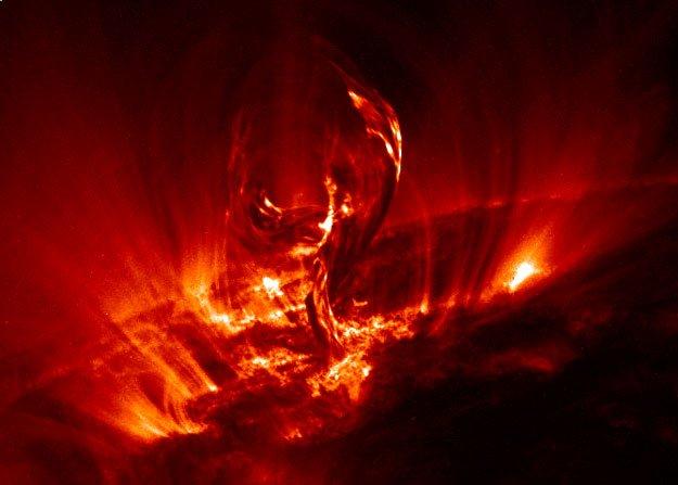 solar_filament_trace Солнечный ветер - недоступный источник огромной энергии