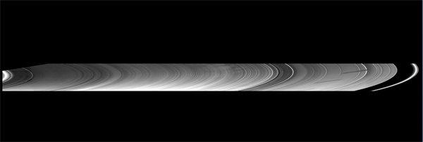 485542main_saturn-rings-600 Раскрыта тайна необычного пробела в кольце Сатурна