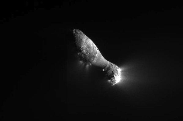04 Deep Impact передал первые фотографии кометы Хартли-2