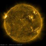 Спутник NASA сфотографировал улыбку Солнца