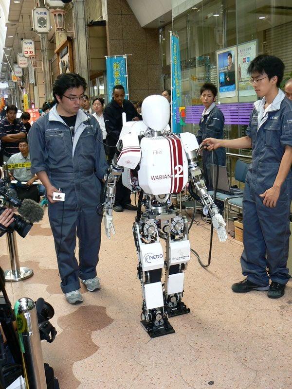 125 Японские ученые обучают робота ходить по Луне