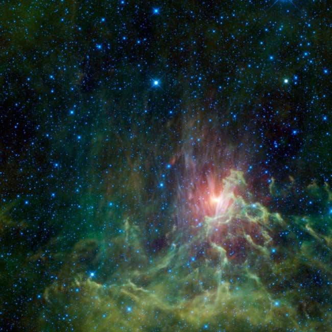 136 Телескоп WISE заснял интересные космические туманности