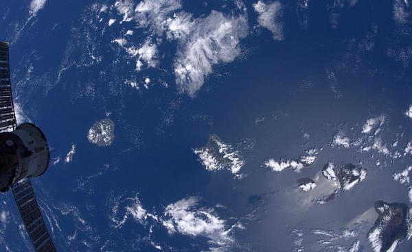 Гавайские-острова Планета Земля под прицелом объектива астронавта-фотохудожника