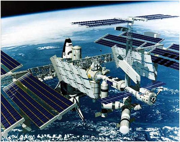 МКС Экипаж МКС к работе в открытом космосе в 2011 году готов