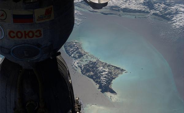 Союз-и-остров-Андрос Планета Земля под прицелом объектива астронавта-фотохудожника