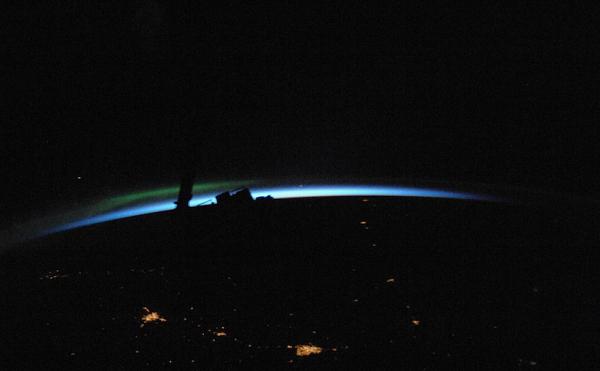 рассвет Планета Земля под прицелом объектива астронавта-фотохудожника