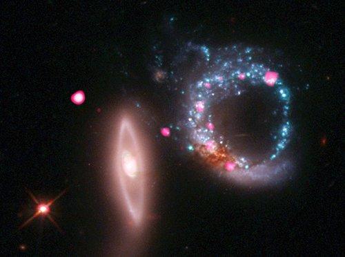 arp147_scale Астрономы  сфотографировали кольцо, состоящее из звезд и черных дыр