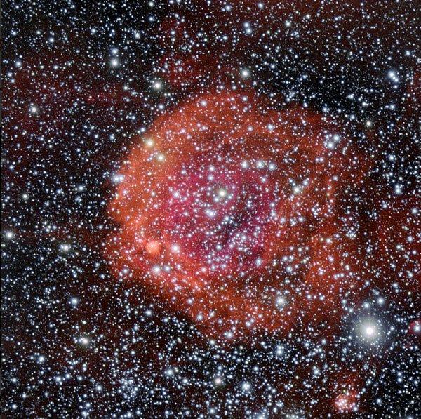NGC-371 Космическая роза попала в поле зрения астрономов