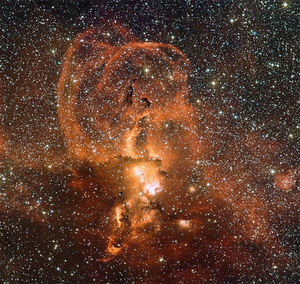 туманность-NGC-3582 Красивый след после гибели массивных звезд в созвездии Киля