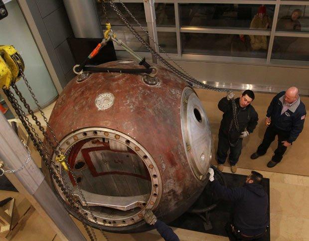 1 На аукционе Sothebys за $2,9 млн продана капсула советского космического корабля