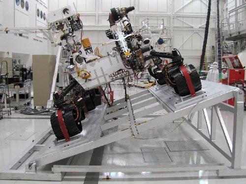 531241main_PIA13807-43_946-710 НАСА готовит к полету новый марсоход