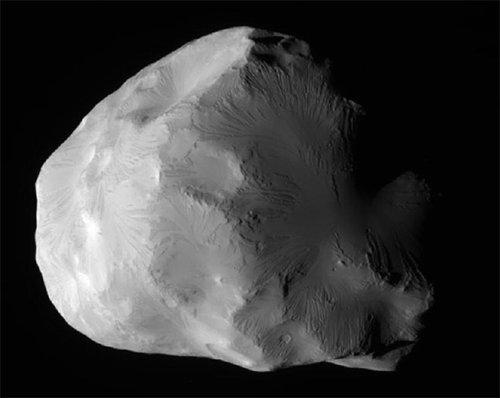 Helene Зонд «Кассини» сфотографировал Елену - небольшой спутник Сатурна