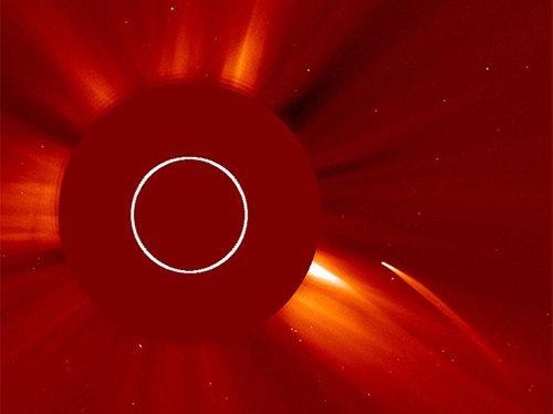 Grazing Астрономам удалось запечатлеть на видео гибель околосолнечной кометы
