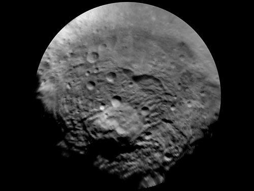 enhanced-vesta-south-polar-region На астероиде Веста обнаружена крупнейшая в Солнечной системе гора