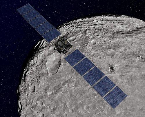 Orbit Зонд Dawn передал фотографии поверхности Весты, снятые с низкой орбиты
