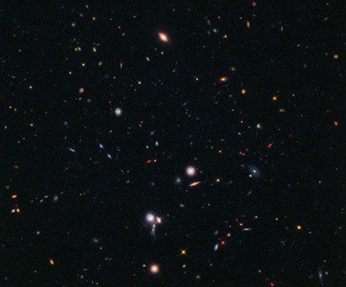 hs-2012-05-b-web «Хаббл» отыскал самое удаленное протоскопление