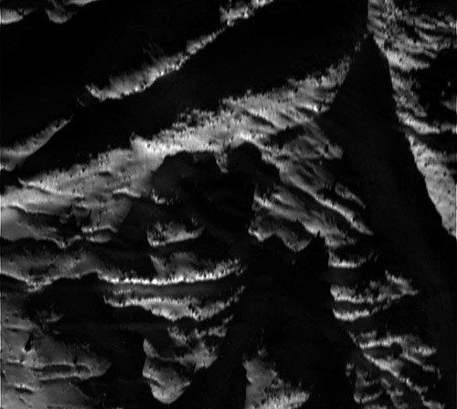 W00073473 «Кассини» рекордно приблизился к Энцеладе
