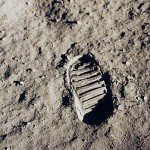 090710-moon-footprint-02