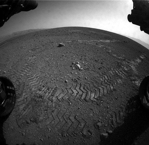 2-12 Марсоход Curiosity успешно завершил первый тест-драйв