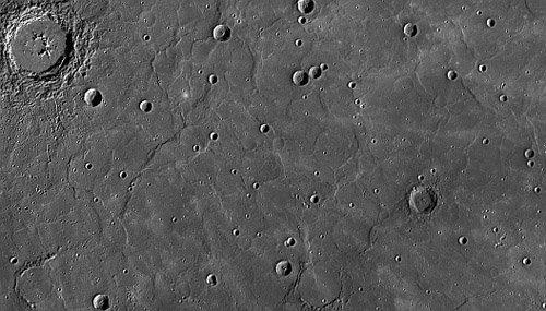05-Wrinkle-Ridges-400-mpx Уникальная поверхность Меркурия