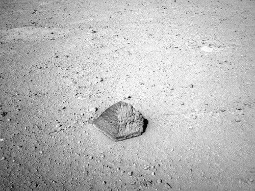689468main_pia16155-43_946-710 Марсоход Curiosity обнаружил необычный камень