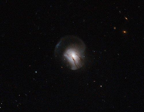 724104main_potw1304a Учёные установили, когда галактика выключает свет
